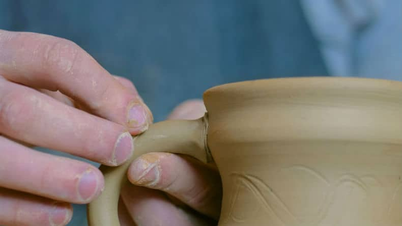 why pottery clay cracks when it dries