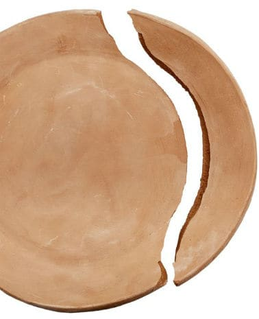 Pottery clay cracks when pieces are large