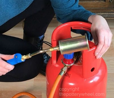 how to attach a weed burner to a propane tank