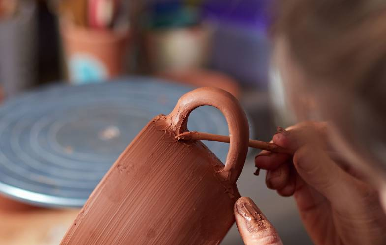 handles that crack on mugs as clay dries